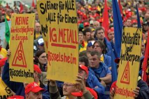 Maniféstation à Anvers contre la fermeture de l'usine GM - Opel