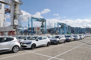 In the port of Tanger Med, low-cost Renault await...